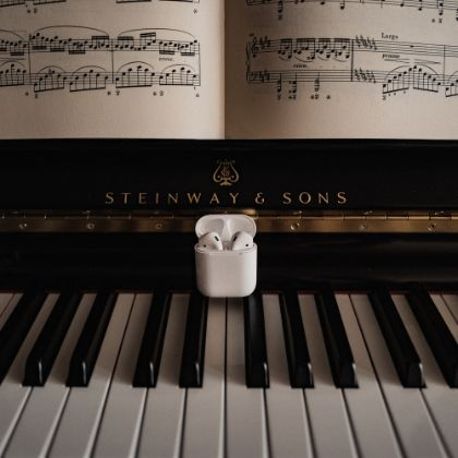 /steinway.com-americas/news/press-releases/steinway-to-launch-official-apple-music-curator-profile