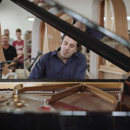 /steinway.com-americas/news/features/chilly-gonzales
