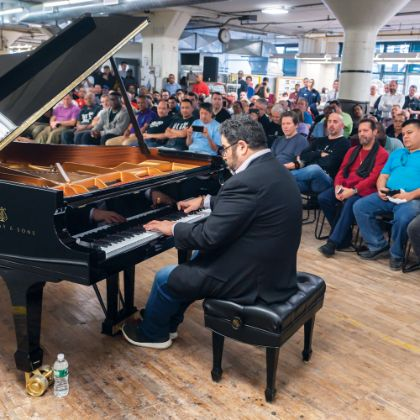 /steinway.com-americas/news/features/live-from-factory-floor